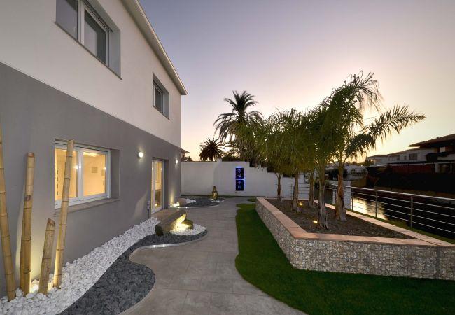 Villa en Empuriabrava - LV04 freser