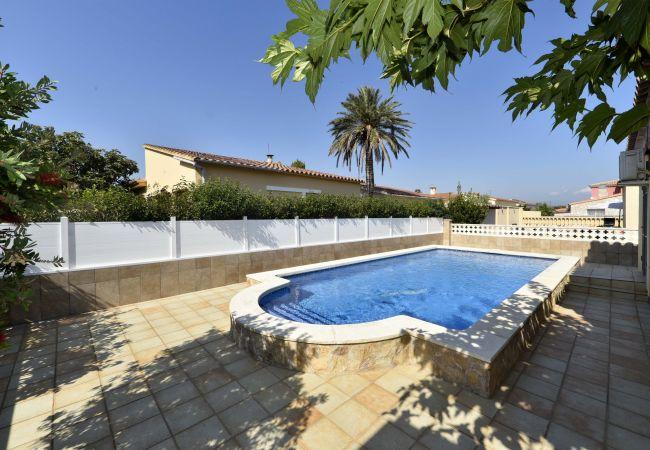 Villa en Empuriabrava - LV06 mas nou