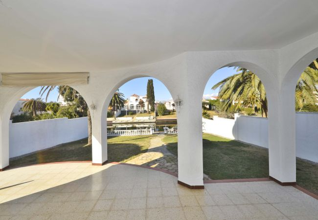 Villa en Empuriabrava - LV12 TORDERA 27 B